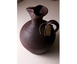 Jarra marrón oscura artesana