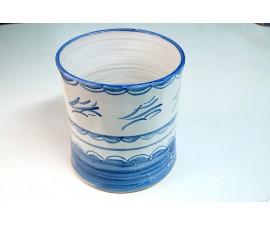 Maceta esmaltada blanca con detalles azules